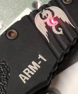 incisione su Torcia a led Nitecore MH25GT